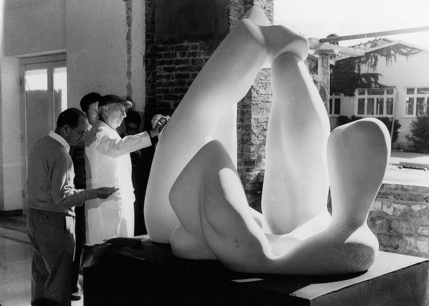 [:it]Erminio Cidonio e Jean (Hans) Arp, <i>Paysage Bucolique</i>, 1964. Foto: Bessi, Carrara[:en]Erminio Cidonio and Jean (Hans) Arp, <i>Paysage Bucolique</i>, 1964. Photo: Bessi, Carrara[:]