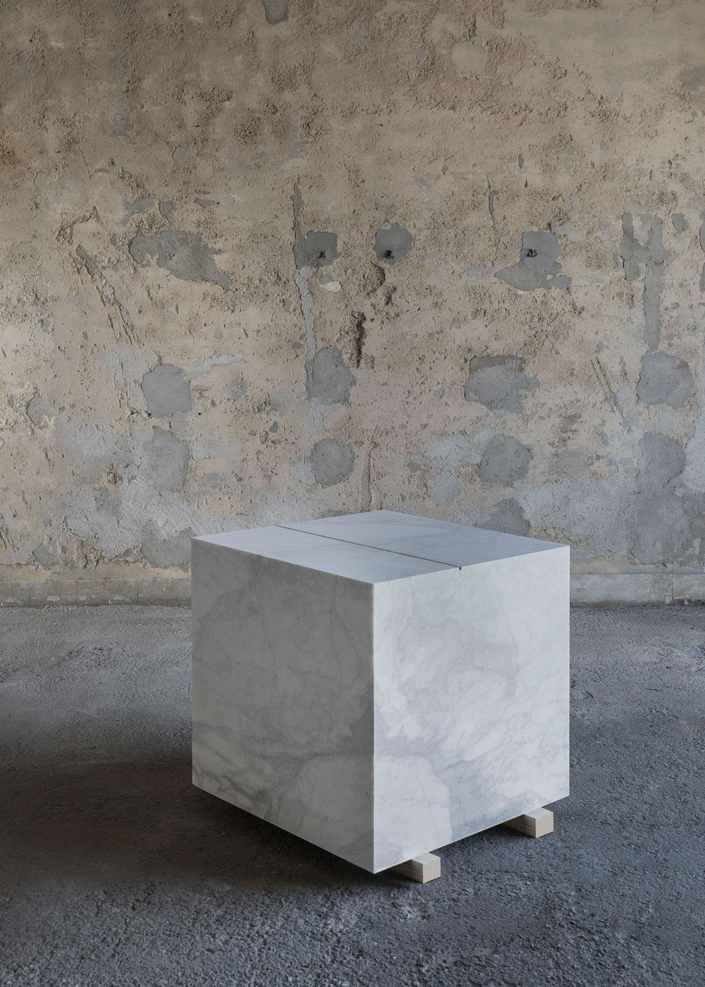 Francesco Arena, <i>Metro cubo di marmo con metro lineare di cenere</i>, 2018