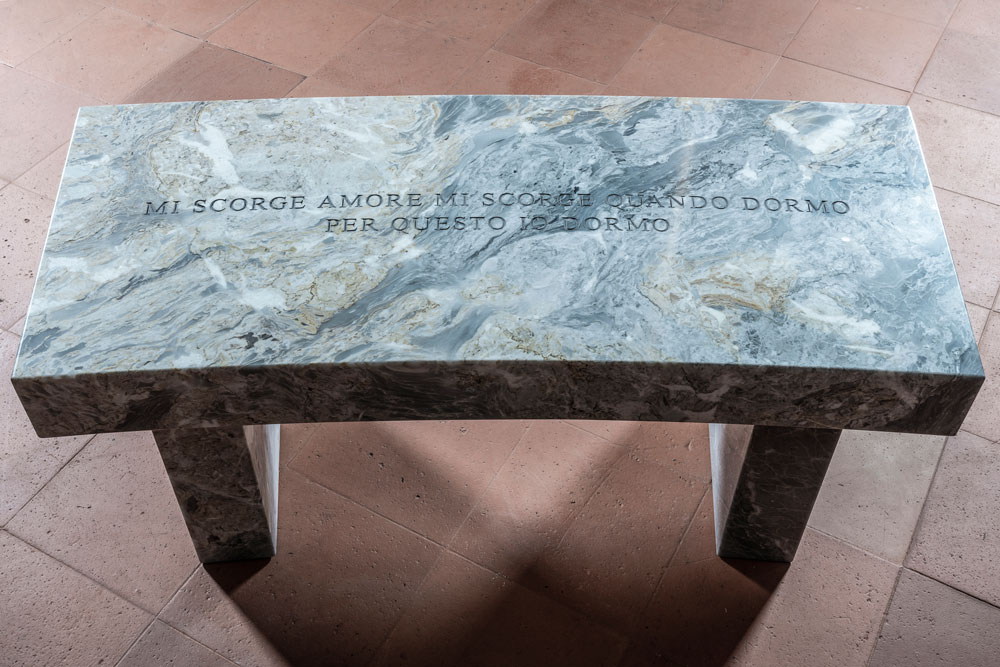 Dormo, 2019. Curved Versilys Gold marble bench. 17 x 41.75 x 18 in. / 43.2 x 106 x 45.7 cm